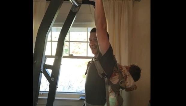 Zuckerberg postou um vídeo fazendo exercícios com a filha (Foto: Reprodução/ Facebook Mark Zuckerberg)