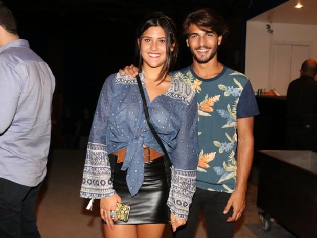 Giulia Costa e Brenno Leone em show na Zona Oeste do Rio (Foto: Cleomir Tavares/ Divulgação)