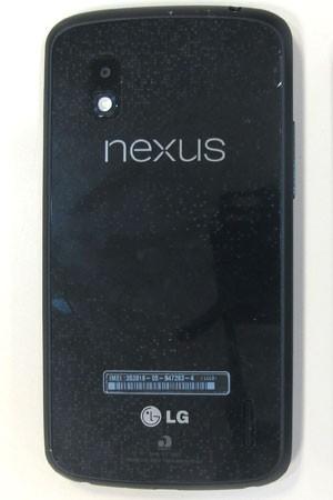Parte traseira do smartphone Nexus 4, do Google (Foto: Gustavo Petró/G1)