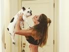 Carol Magalhães exibe barriga perfeita na web e impressiona os fãs