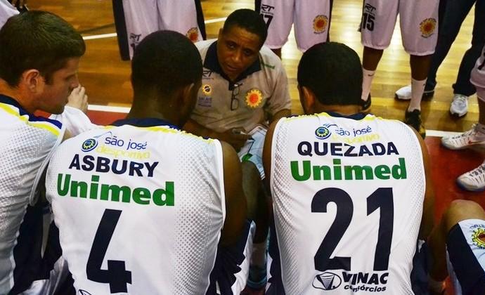 Brian Asbury Manny Quezada São José Basquete (Foto: Tião Martins/PMSJC)