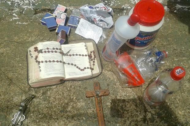 Mulher estava com três litros de álcool, soda e fósforos (Foto: Reprodução/TV Anhanguera/Rádio Eldorado)