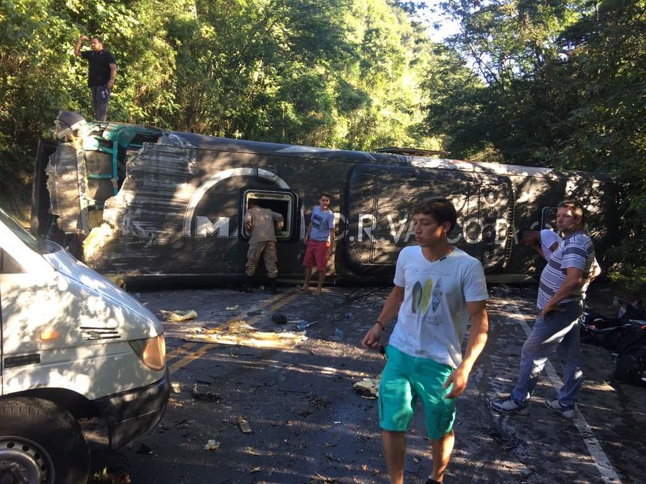 Ônibus do sub-17 do Vasco sofre acidente e deixa jogadores feridos