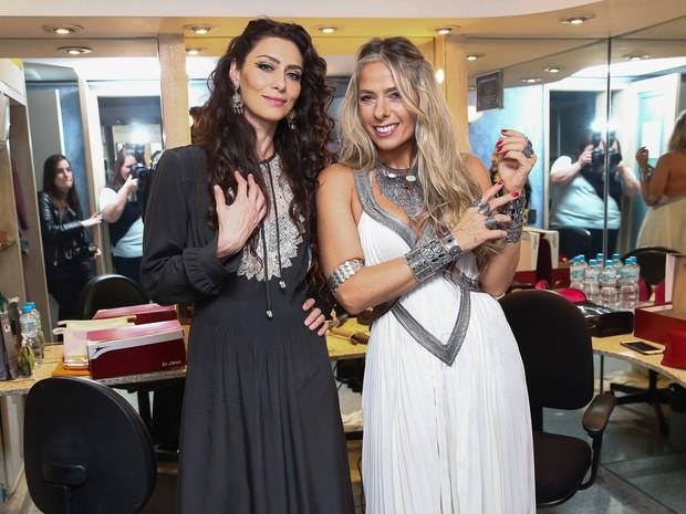 Maria Fernanda Cândido e Adriane Galisteu em estreia de peça em São Paulo (Foto: Manuela Scarpa/ Brazil News)