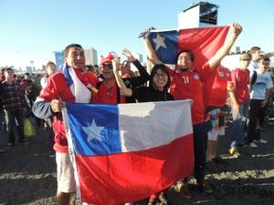 Chilenos chegaram um dia antes a capital e acompanharam partida junto a público gaúcho (Foto: Gabriel Galli/G1)