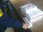 Polícia do Paraná apreende cigarro contrabandeado em baú de moto