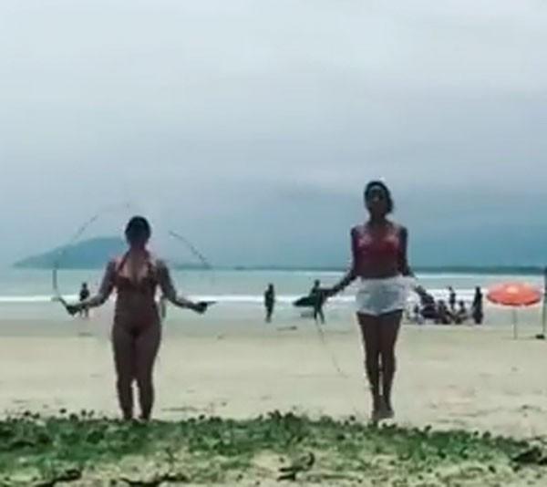 Suzana Alves e amiga (Foto: Reprodução/Twitter)