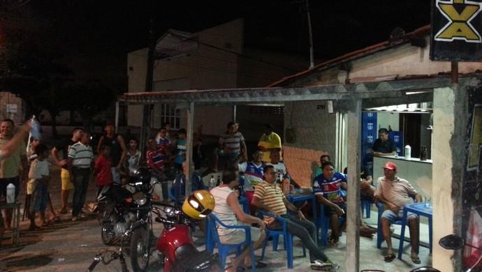 Decisão fora da Arena Castelão: o sofrimento dos ausentes em Fortaleza x Macaé  (Foto: Tom Alexandrino )
