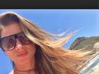 Angela Sousa curte dia de sol em praia do Rio: 'Paz de espírito'