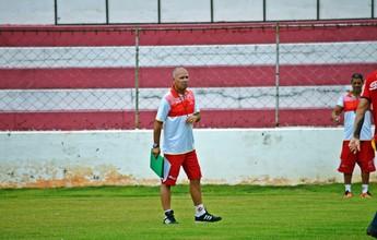 """Novo técnico lamenta falta de vitórias do Tricordiano: """"É de assustar"""""""