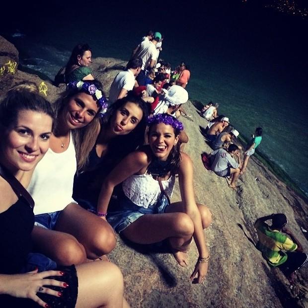 Bruna Marquezine com amigas (Foto: Instagram / Reprodução)