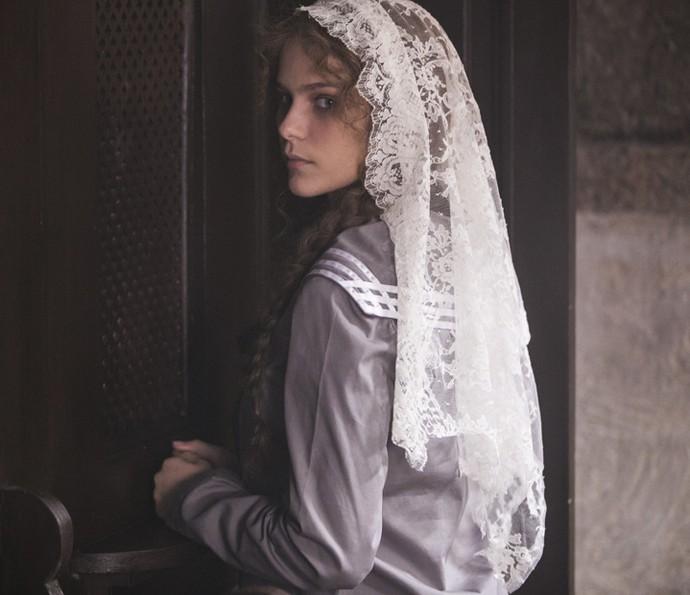 Isabel ia se confessar no internato e se aproveitava da situação (Foto: Inácio Moraes/Gshow)