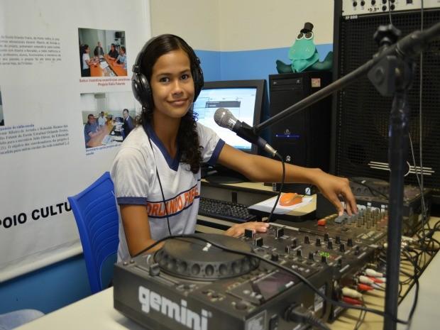 Rilary diz que o projeto ajudou no seu desenvolvimento escolar (Foto: Eliete Marques/G1)