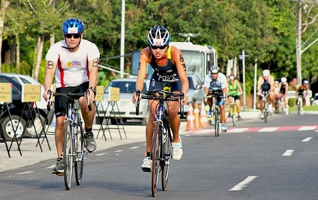 Prova de ciclismo no Circuito Amazonense de Triathlon=01-04-2012 (Foto: Federação de Triathlon do Amazonas/Divulgação)