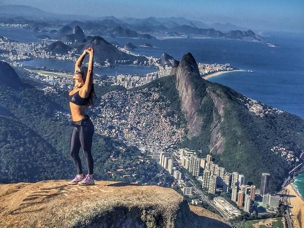 Laura Keller na Pedra da Gávea, no Rio (Foto: Reprodução/Instagram)