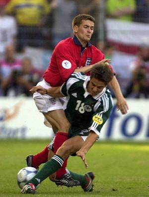 Owen Inglaterra e Deisler Alemanha na Eurocopa de 2000 (Foto: Getty Images)