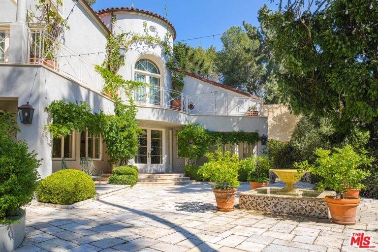 Frente da mansão de Katy Perry em Hollywood Hills (Foto: Divulgação / Trulia)