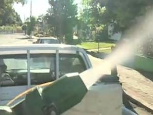 Pinhalzinho recebe veículo com 'fumacê' para combater Aedes aegyti (Foto: Reprodução/RBS TV)