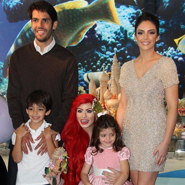Kaká, Carol Celico e os filhos, Luca e Isabella. A foto foi publicada por Carol nesta sexta-feira (31) para anunciar a separação (Foto: Reprodução/Instagram)