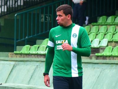 André Lima, que aguarda acertos finais com o Coritiba, correu em volta do gramado (Foto: Monique Silva)