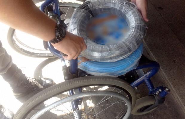 Homem em cadeira de rodas é preso por furtar itens de R$ 1,2 mil em loja em Goiás  (Foto: Danila Bernardes/TV Anhanguera)