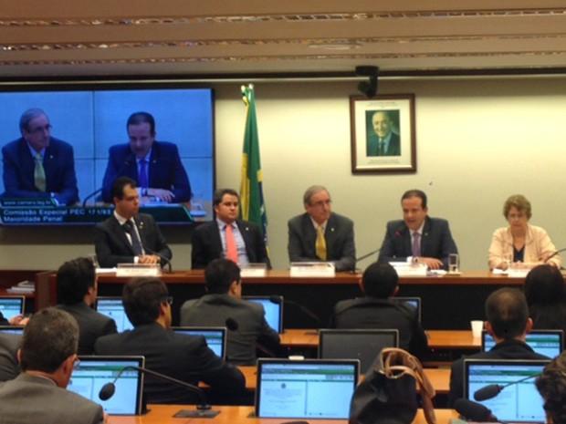 Eduardo Cunha participa da sessão que instalou a comissão especial da PEC da maioridade penal (Foto: Nathalia Passarinho / G1)