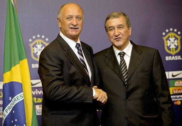 CBF apresenta Luiz Felipe Scolari como técnico da Seleção Brasilera e Carlos Alberto Parreira como coordenado da comissão técnica. (Foto: Silvia Izquierdo/AP)