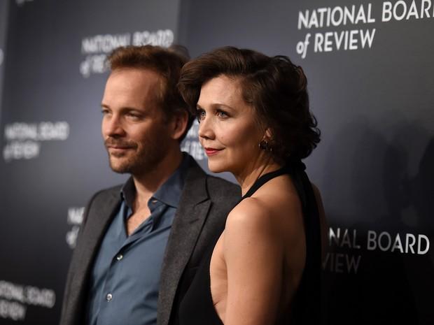 Peter Sarsgaard e Maggie Gyllenhaal em evento em Nova York, nos Estados Unidos (Foto: Jamie McCarthy/ Getty Images/ AFP)
