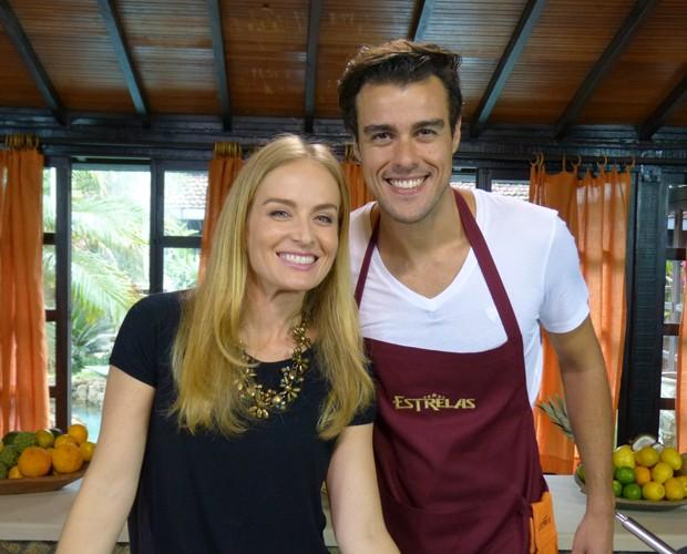 Joaquim Lopes e Angélica nos bastidores da gravação do Estrelas (Foto: Estrelas/TV Globo)