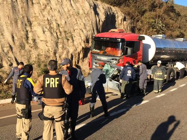 Duas pessoas morreram em um acidente na BR 381 (Foto: Corpo de Bombeiros de Minas Gerais/Divulgação)