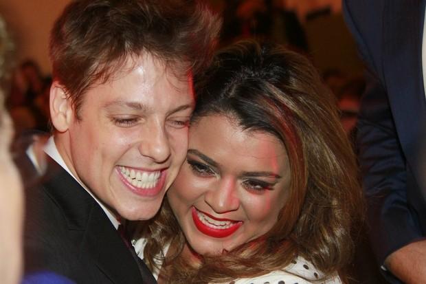 Fábio Porchat e Preta Gil em premiação no Rio (Foto: Isac Luz/ EGO)