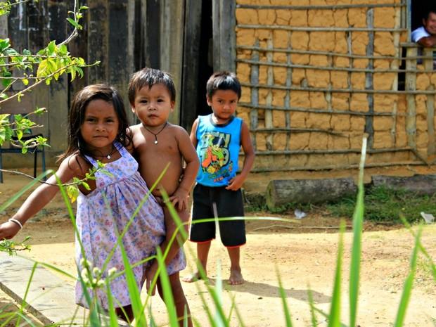 Índios na comunidade de Pari-Cachoeira, em São Gabriel da Cachoeira no Amazonas (Foto: Adneison Severiano G1/AM)