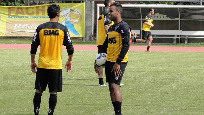 Fernandinho Atlético-MG treino (Foto: Leonardo Simonini)