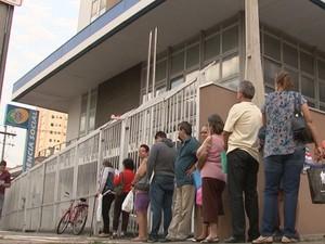 Foram mais de dois meses de greve e havia fila para atendimento (Foto: Ricardo Freitas/TV TEM)