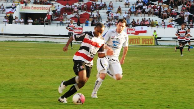 Santa Cruz e Treze fizeram um bom jogo no Arruda (Foto: Aldo Carneiro / Pernambuco Press)