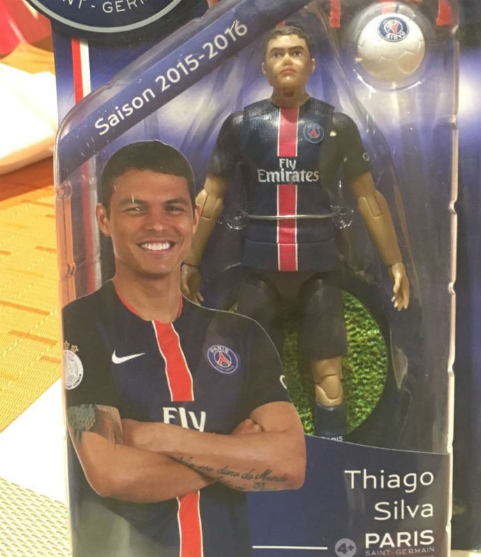 Boneco do Thiago Silva - loja do PSG no Catar