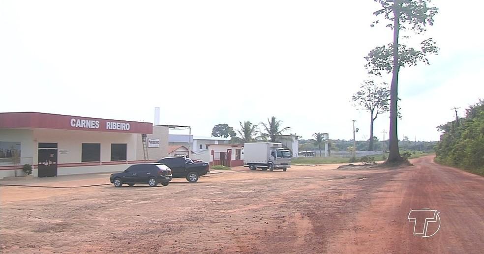 Na fuga, bandidos levaram câmeras do circuito de segurança do frigorífico (Foto: Reprodução/TV Tapajós)