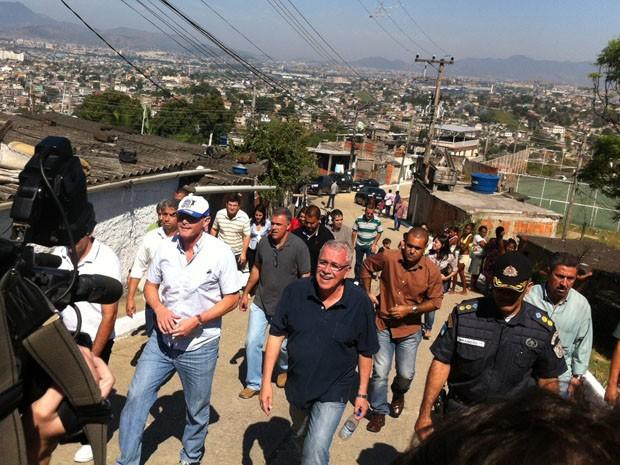 José Mariano Beltrame visita Complexo da Mangueirinha, em Duque de Caxias. (Foto: Henrique Coelho/G1)