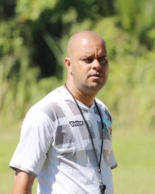 Leandro Silva, jovem treinador do Angra (Foto: Divulgação/Angra dos Reis EC)
