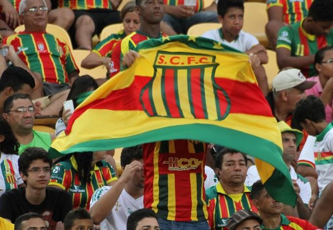 Torcida do Sampaio marcando presença no Estádio Castelão (Foto: Douglas Junior/O Estado)