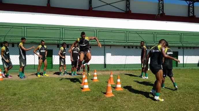 treino da cabofriense no Correão (Foto: Andreia Maciel)