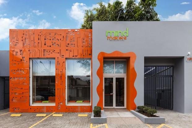 Nesta escola de programação para crianças, a arquitetura é pura diversão (Foto: Alessandro Guimarães/Divulgação)