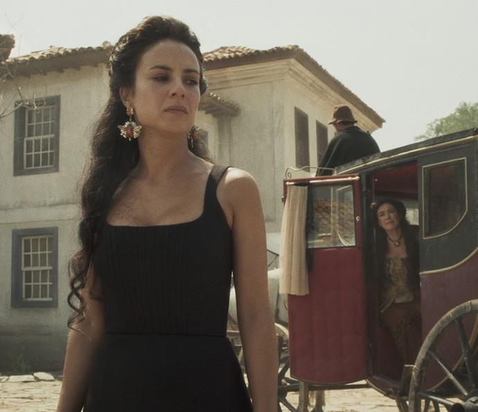Joaquina se emociona ao voltar à casa onde nasceu (Foto: TV Globo)