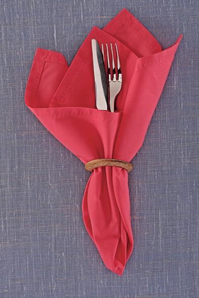 Vai se livrar das cortinas velhas? Se elas forem de argolas, guarde-as para improvisar um anel de guardanapo