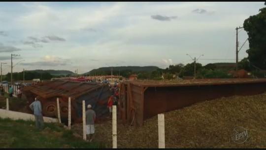 Caminhão tomba, esmaga carro e uma pessoa morre em Luiz Antônio, SP