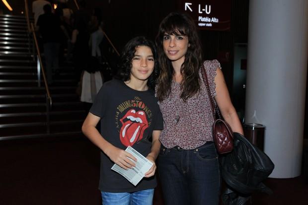 Maria Ribeiro e o filho João (Foto: Thyago Andrade- Brazilnews)
