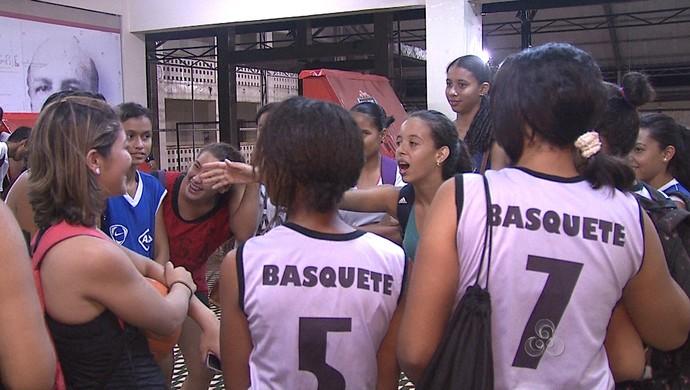Seleções do Acre sub-17 se apresentam para disputa do Brasileiro de Basquete (Foto: Reprodução/TV Acre)