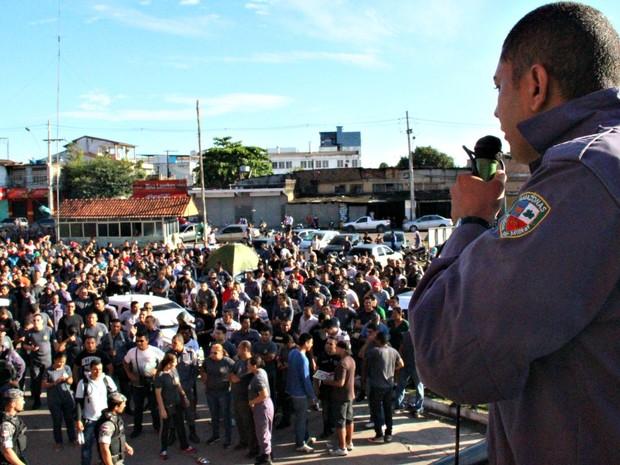 Lei de Promoção da corporação é questionada pela categoria (Foto: Adneison Severiano/G1 AM)