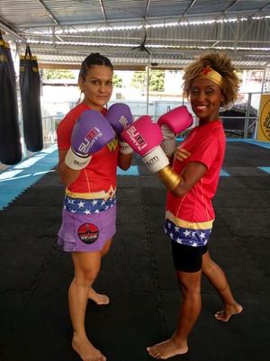 Jaque Santtos sobe ao ringue com lutadora profissional (Foto: Arquivo Pessoal)