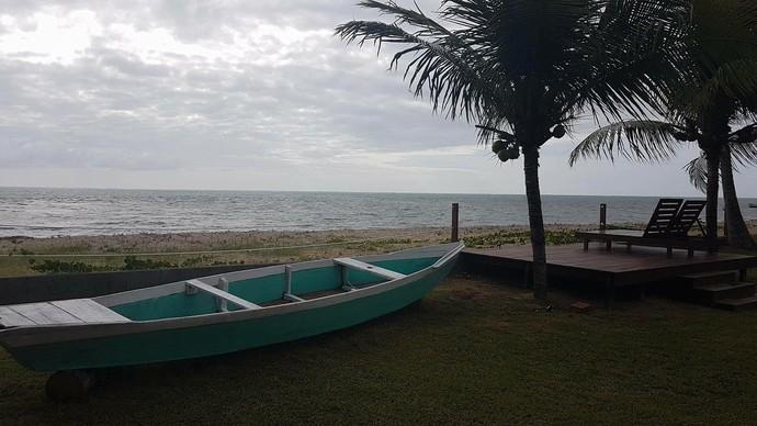 Pousada fica com ao lado da praia e virou a nova casa de Dara (Foto: Reprodução/Facebook)